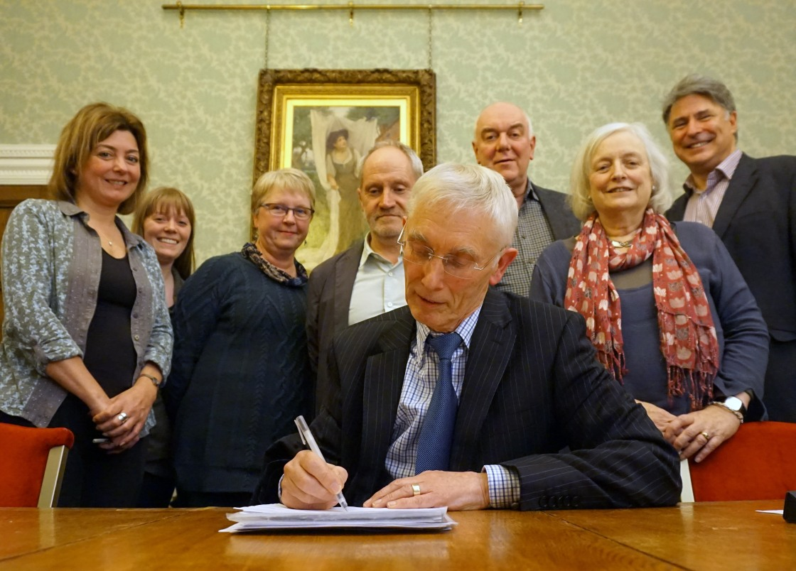 Company directors signing CHT